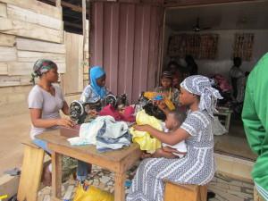 Women weaving kinta cloth